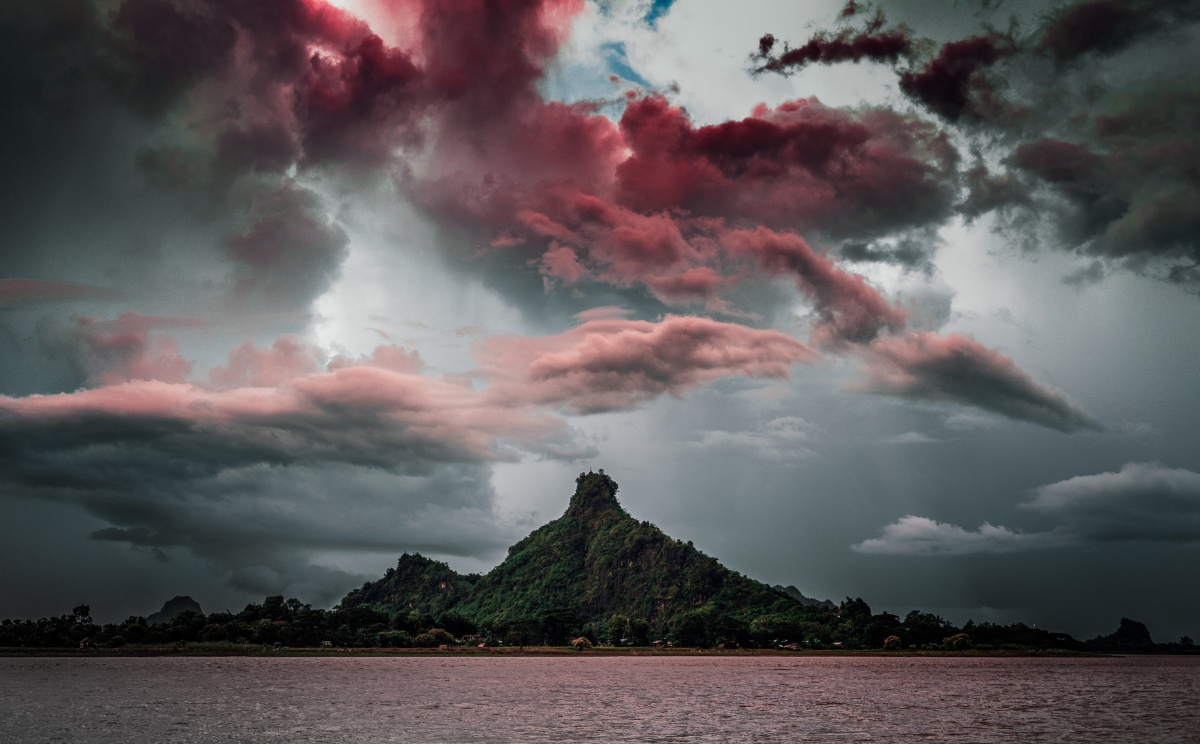 Photo of apocalyptic clouds in Hpa An, Myanmar