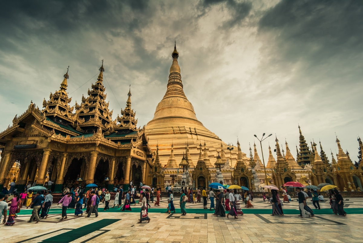 Photo of the famous Shwedagon Pagoda before sunset starts to set in.