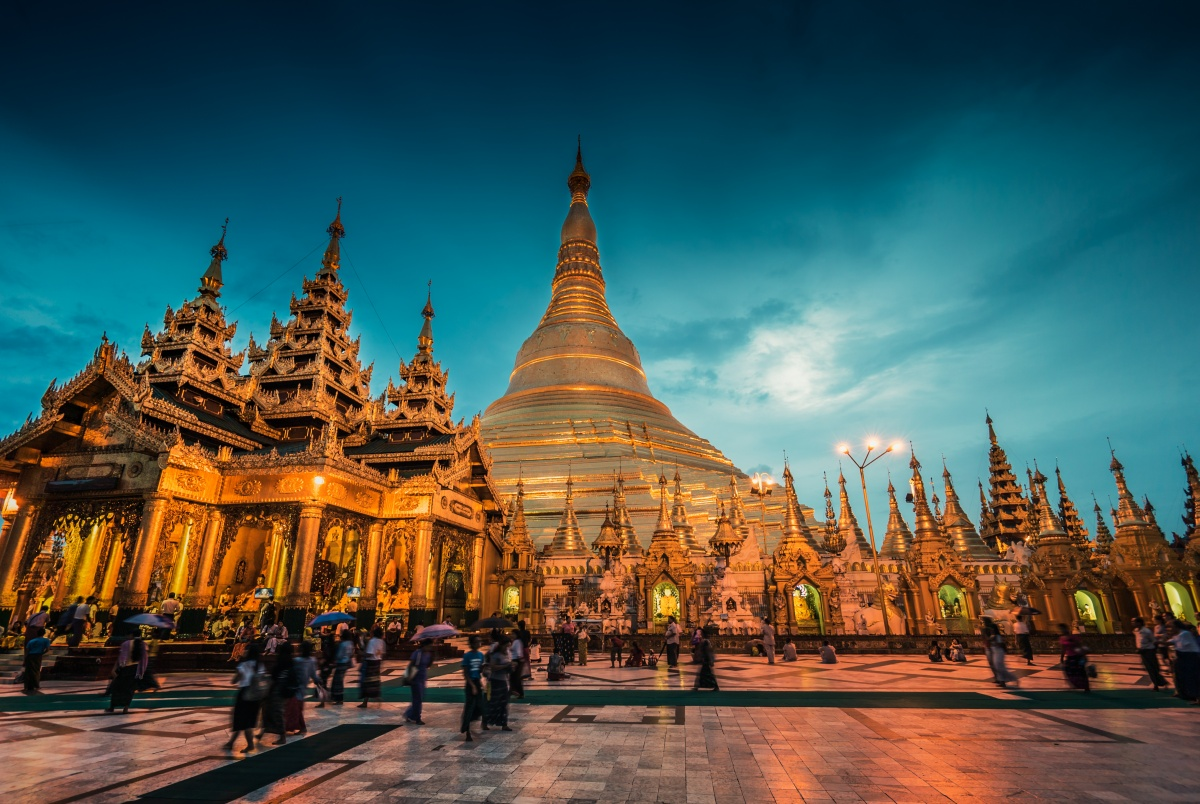Photo of Shwedagon Pagoda at sunset