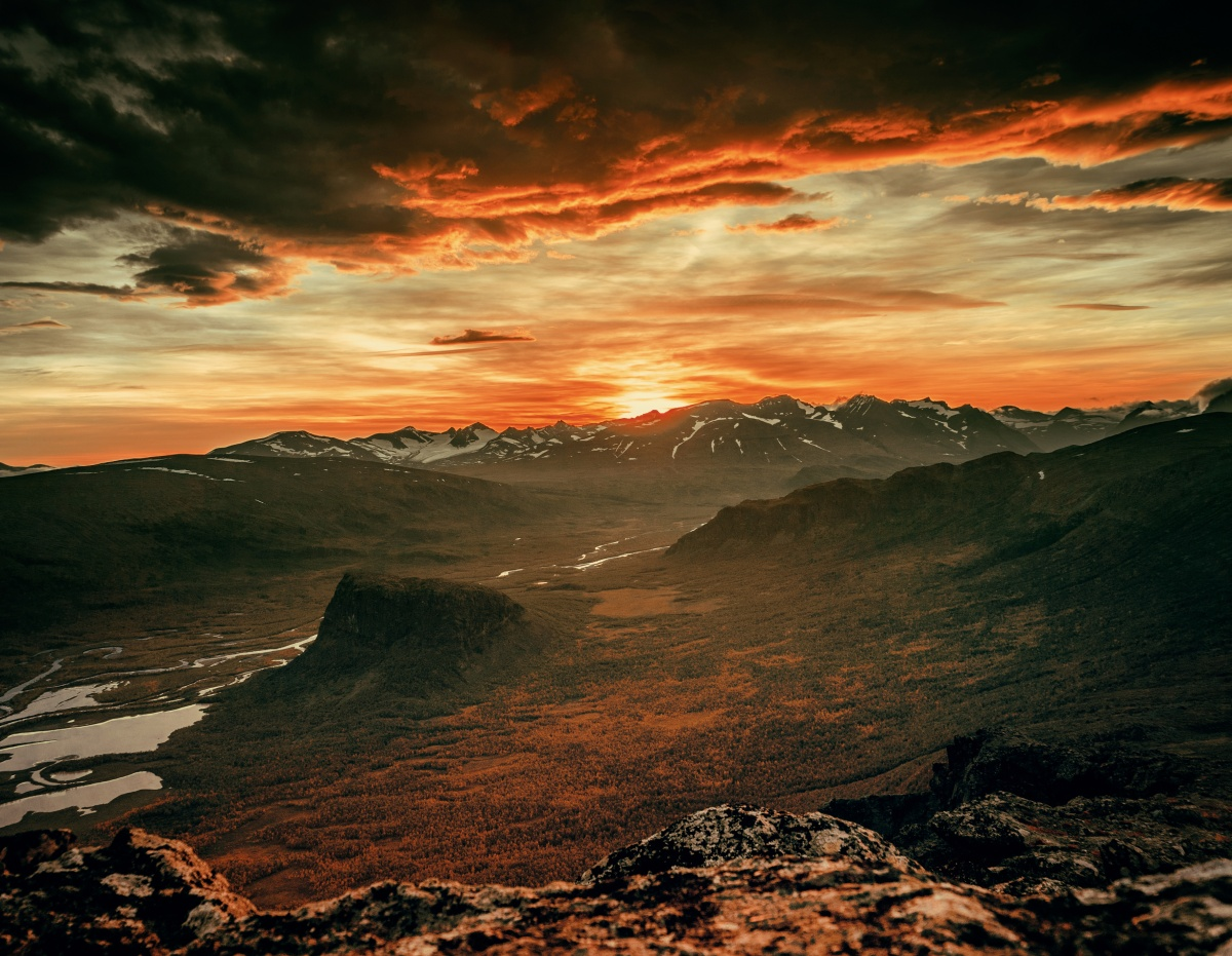 Photo of sunset from top of Skierfe cliff in Northern Sweden